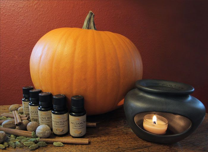 DIY ~ Pumpkin Spice Essential Oil Blend - skip those expensive synthetically perfumed candles and make this delicious smelling treat!