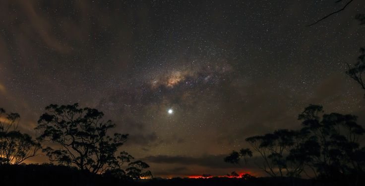 * Via Láctea. Planeta Vênus em destaque *   from New South Wales, Australia.  26/Oct/2013.