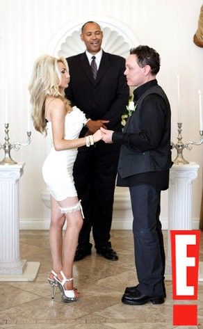 Then 16 year old Courntey Stodden married 51 year old actor Doug Hutchison. I know I'm not the only one that threw up a little when i saw this.