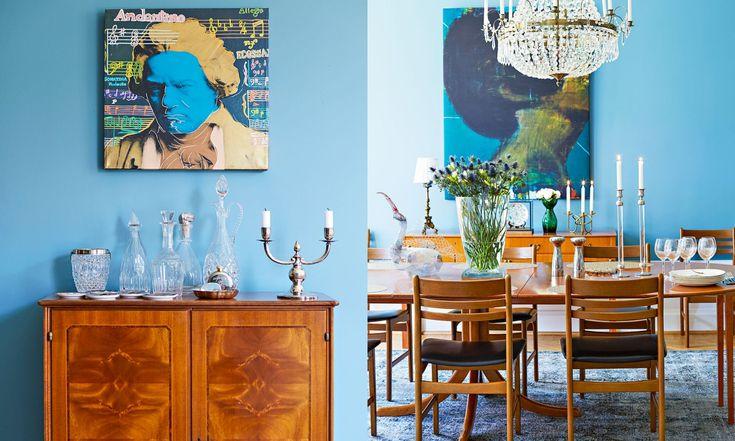 Över barskåpet från 1940-talet hänger en målning som är ett spontanköp från New York. Samlingen av karaffer är arvegods, liksom silverljusstaken. Till höger: Runt matsalsbordet står stolar i dansk design. Salt- och pepparkvarnar från Georg Jensen och ljusstakar Svenskt Tenn.