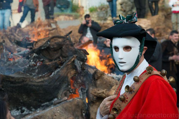 MAMUTHONES e ISSOHADORES - Sant'Antonio Abate 2014 - Mamoiada - Sardinia