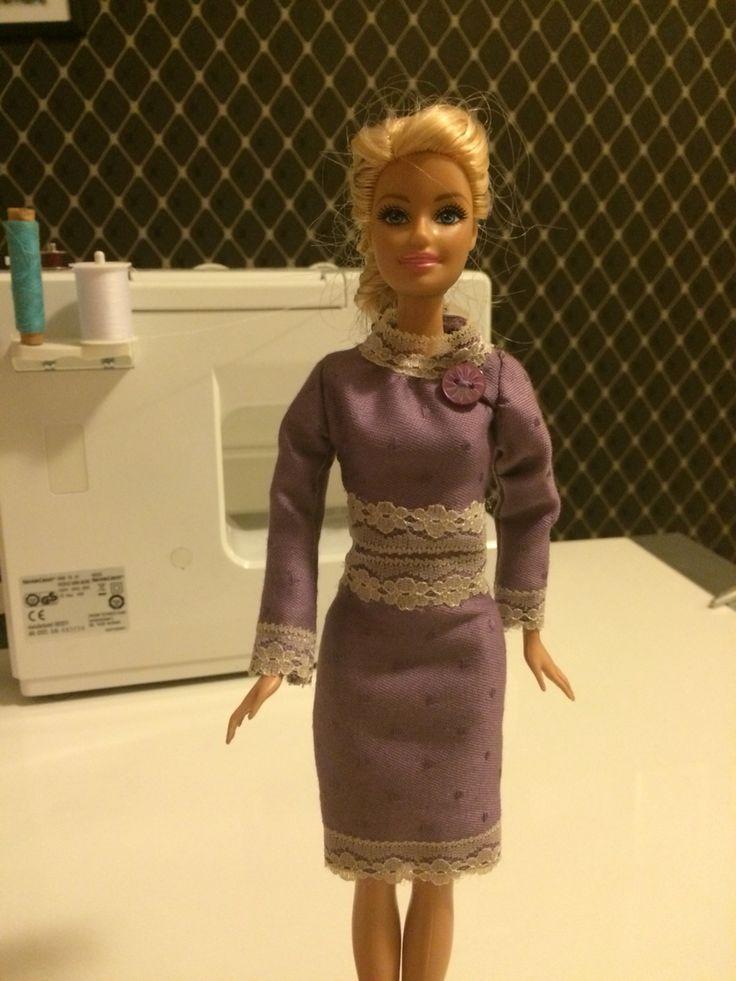 Barbie-Kleid selber nähen. Video dazu erscheint in Kürze.