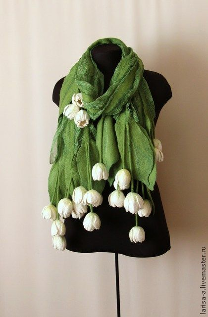 I am not usually a fan of such large 3D embellishments on scarves but these tulips are beautiful