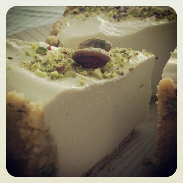 #cheesecake al pistacchio Mooolto mooolto buona!!! - taken by @mangiarechepassione - via http://instagramm.in