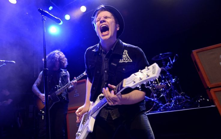 Sometimes you just have to scream. Fall Out Boy's Patrick Stump lets it all out during a performance on Nov. 5 in LondonEf Stumps, Fall Out Boys, Husband Materials, Patricks Stumps, Boys 3, Boys Patricks, Fobsess Fall, Falloutboy 3, Fallout Boys