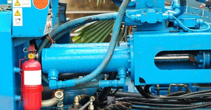 Como compreender a terminologia de bombas hidráulicas. Uma bomba hidráulica é um sistema que se baseia em aplicar pressão a um líquido para criar força (chamada de força hidráulica). Os sistemas hidráulicos são utilizados para bombar óleos e ajudar os veículos a frearem mais rápido. Existem dois tipos de bombas hidráulicas: hidrodinâmicas e hidrostáticas. As bombas hidrodinâmicas possuem deslocamento ...