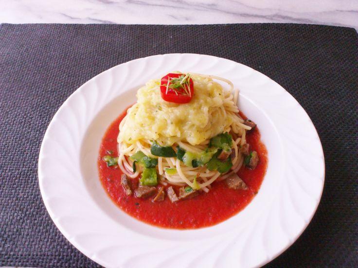 Homemade tomato sauce zucchini pasta & creamy potato zucchini! #vegan #organic #glutenfree #healthyeating #nutrition #italian #food