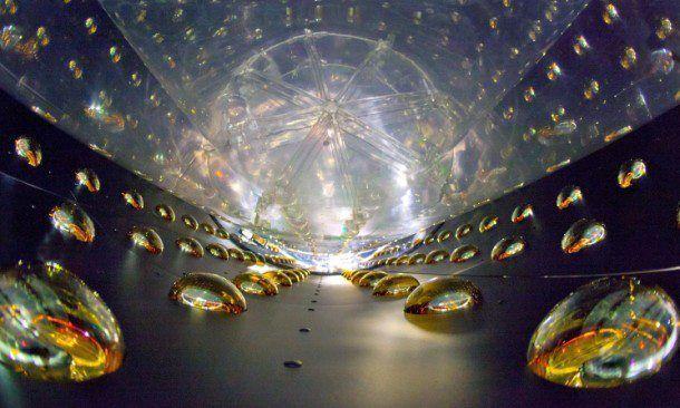 Enterijer detektora neutrina Daya Bay u Kini gde se proučavaju oscilacije tih čestica.  Photo: Lawrence Berkeley National Laboratory