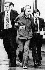 Timothy Leary being arrested by the FBI (1972 )
