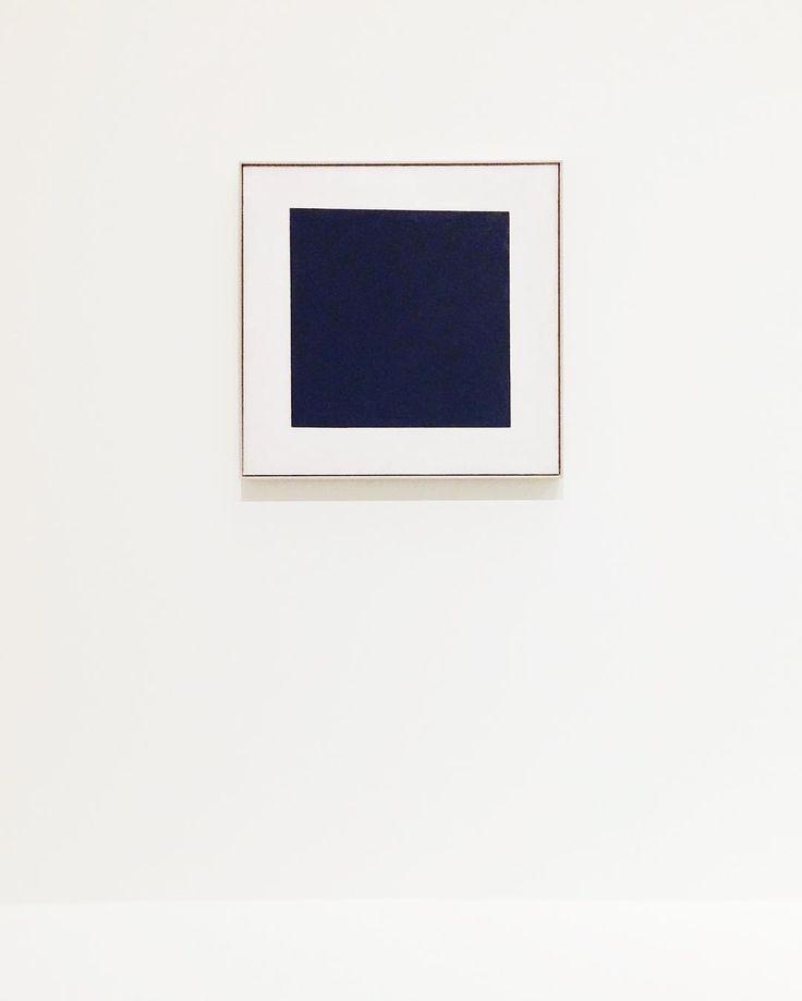 """Polubienia: 82, komentarze: 3 – Magda S (@mag_swiech) na Instagramie: """"🔳 czarny kwadrat na białym tle #malevich #fondationlouisvuitton #instaart #geometric #simplicity…"""""""