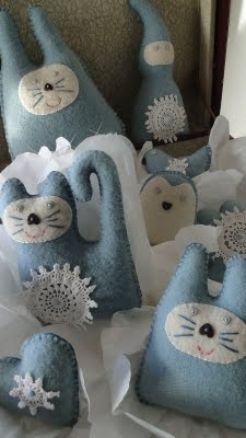 Cute plushies made from a re-purposed wool blanket and doilies - inspiring pic