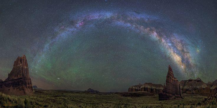Il tempio della Luna (destra)  e quello del Sole, monumenti naturali nel parco nazionale dello Utah, Usa