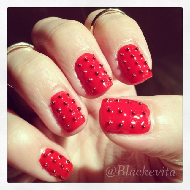 Nails_Studs in Red