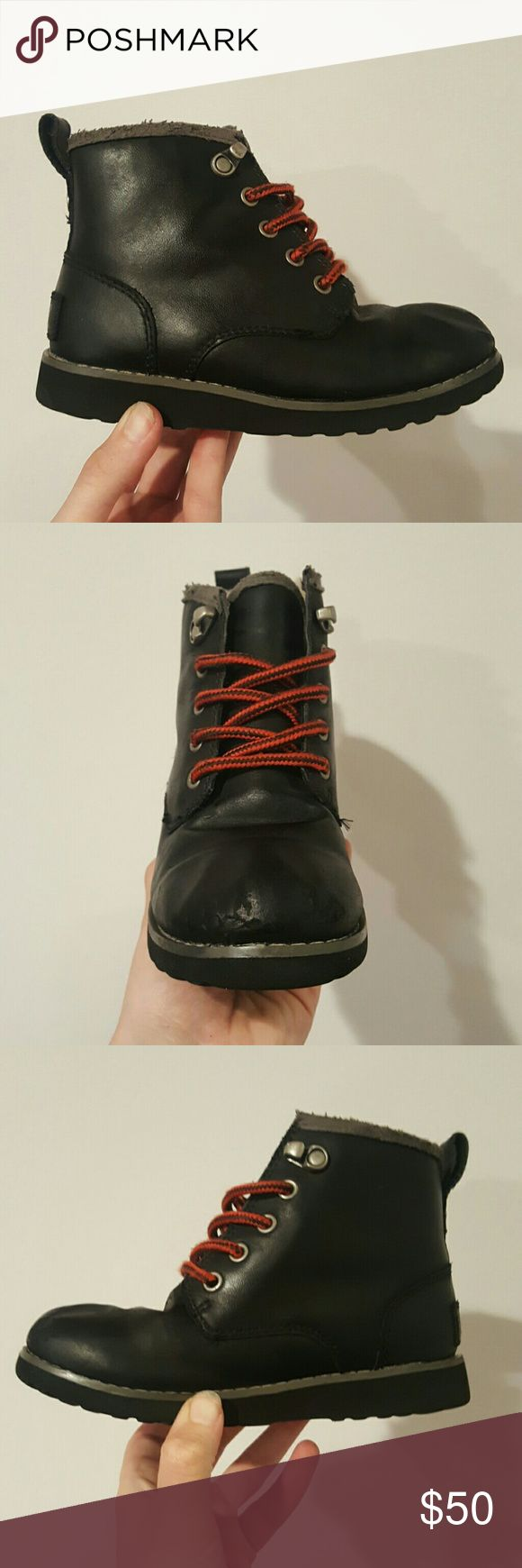 Ugg waterproof boys hiking boots shoes black UGG KIDS WATERPROOF HIKING BOOTS BLACK RED LACES RUBBER SOLR LEATHER UPPER BOYS 12 SHEEPKSKIN LINING EUC SMALL SCUFFS IN FRONT COVERES BY SHOE POLISH NOT NOTICEABLE SO CUTE UGG Shoes Rain & Snow Boots