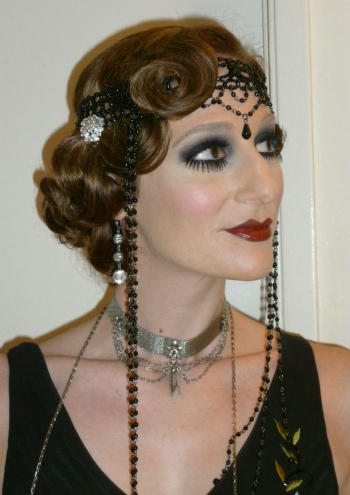 Roaring 20's Hairstyle...don't like the makeup though!