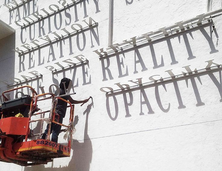 Atrapando el concepto del tiempo con este grafiti de tipografía