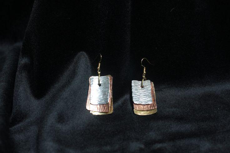 i4elementi.it - Pendenti realizzati in ottone, rame ed alluminio martellati