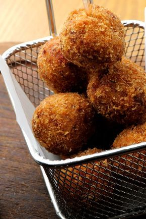 Learn how to make arancini with this step-by-step arancini recipe from Great Italian Chefs.