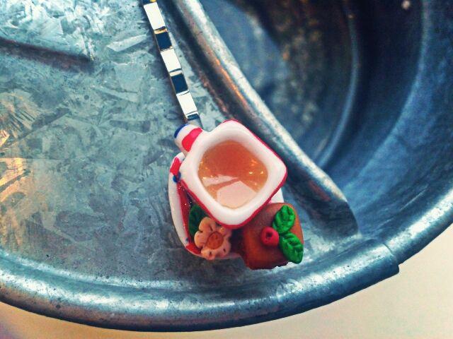 Horquilla de Red Lolly con taza de té, flor y pastel. Pintado y hecho a mano.