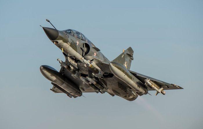 Les Mirage 2000N ont par ailleurs inauguré au cours de ce déploiement, une nouvelle configuration permettant d'emporter quatre bombes guidées laser de type GBU 12 (au lieu de deux). © Armée de l'Air