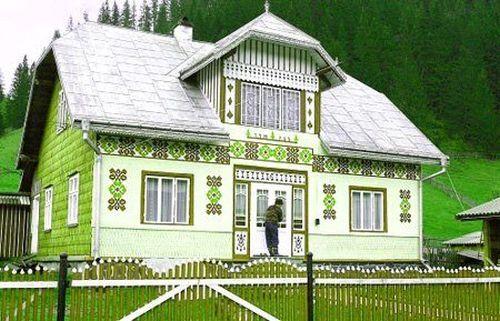 Locuri Minunate în România: Casele Încondeiate din Ciocăneşti, Suceava