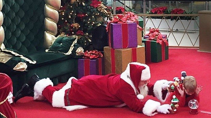 This Santa Went Above And Beyond To Make An Autistic Boy Feel Comfortable