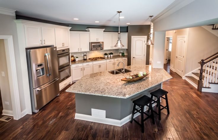 David Weekley Homes: Custom Home Tour in Glen Ellyn, Illinois | http://homechanneltv.blogspot.com/2015/01/david-weekly-homes-billingsgate-model.html