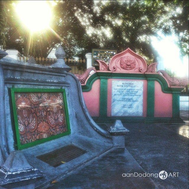 "Monumen Batik Yogyakarta, setelah ditetapkan oleh UNESCO pada tanggal 2 Oktober 2009 sebagai ""Warisan Budaya Tak Benda""  Locatoin Malioboro, Jogja. Retouch by me  #wu_indonesia #wu_asia #wonderful_indonesia #wonderful_places #backpacker #jalanjalan #indonesia #ig_indonesia #adventure #aanDodong #nusantara #ig_nusantara #instanusantara #vscam #vsco #photohunter #tanahairmenyapadunia #portait #square #nature #clouds #tone  #photohunterjogja #exploreJogja #iloveindonesia #malioboro #monumen"