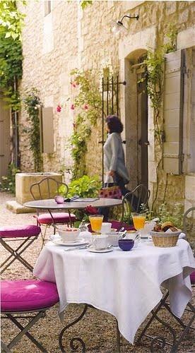 La colazione perfetta in una cornice stile Provenza.