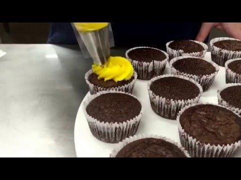 Cortar, Rechear e Prensar de forma Profissional - Confeitaria Refinada - YouTube