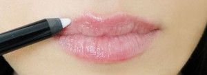 17 You'll-want-to-know Secrets to Applying Lipstick