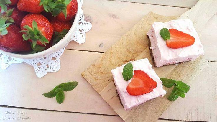 La Torta cremosa alle fragole è un delizioso dessert estivo. Facile, fresco e dal sapore irresistibile piacerà davvero a tutta la famiglia!
