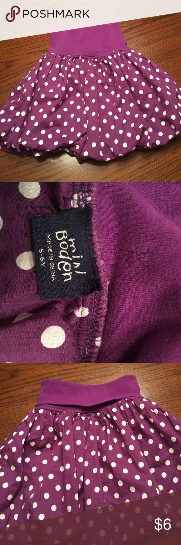 Mini Boden skirt Mini Boden puff skirt, cotton knit waist band, can fold down or leave up.  Cotton purple/white polka dots, cute! Mini Boden Bottoms Skirts