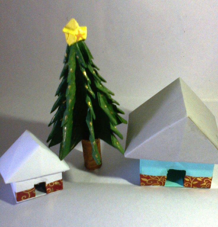 This houses and christmas  tree is made with color papers