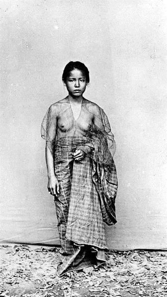 Makassar woman, Southeast Sulawesi. Date unknown.