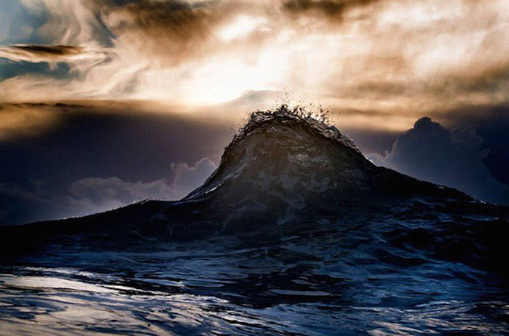 Impressive Photographs of Waves Looking Like Mountains – Fubiz Media