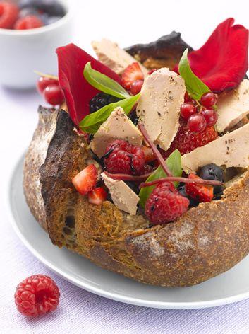 Le petit pain de Foie Gras aux pétales de rose et fruits rouges  #foiegras #recette #cuisine #magret #printemps