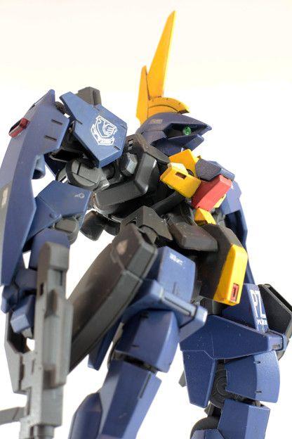 グレイズ改造 バーザム 肩の装甲はガンダムマーク2の盾風にデコレート。自作デカールでティターンズマークなどを。