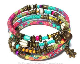 Aqua, wickeln Sie Rosa, lila und Bronze verstellbare Armband mit Glas und handgemachte Stoffperlen auf Memory-Draht