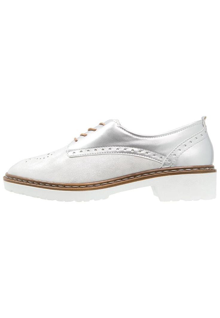 ¡Consigue este tipo de zapatos con cordones de Jenny ahora! Haz clic para ver los detalles. Envíos gratis a toda España. Jenny PORTLAND Zapatos de vestir ice/silber: Jenny PORTLAND Zapatos de vestir ice/silber Ofertas     Material exterior: piel/piel de imitación, Material interior: combinación de piel/tela, Suela: fibra sintética, Plantilla: cuero   Ofertas ¡Haz tu pedido   y disfruta de gastos de enví-o gratuitos! (zapatos con cordones, vestir, acordonado, acordonados, cordón, bluc...