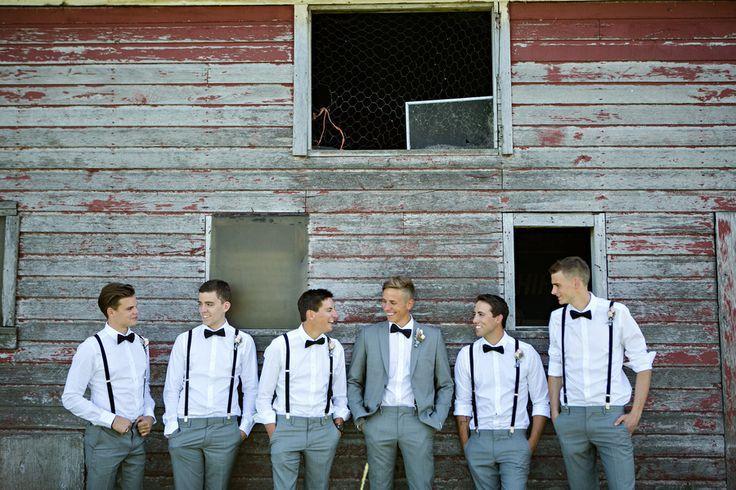 Pantalon laine gris - chemise blanche - noeud papillon - marié avec la veste