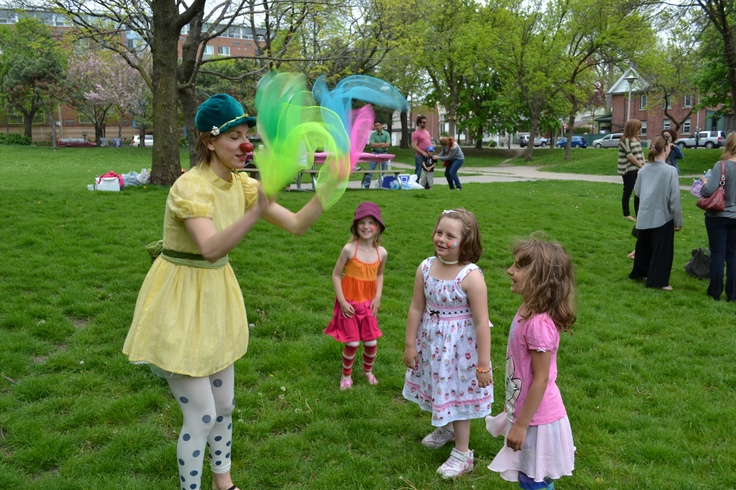 Marla juggling scarves and amusing the kids on Sydney's 5th B-day.