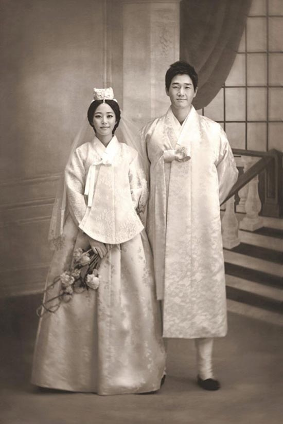 vintage-styled korean wedding photos. how lovely.