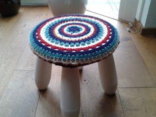 Made by Annemiek: Gehaakt hoesje voor een Ikea krukje