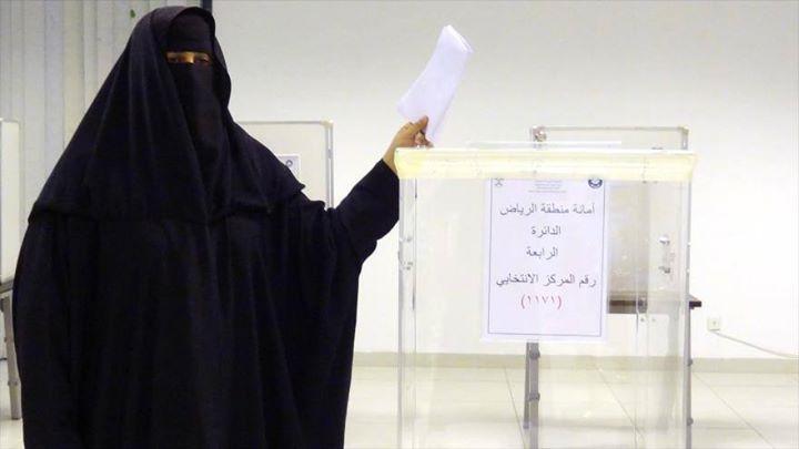 """#Mujeres #saudíes participan por primera vez en #elecciones  """"Cabe señalar que la vida de las #mujeres en #Arabia #Saudí está sometida a numerosas dificultades: no tienen autorización para conducir necesitan el permiso de un tutor varón ya sea el esposo o el padre para contraer matrimonio viajar tener un empleo remunerado o matricularse en una universidad"""" #IslamOriente  Fuente:http://ift.tt/1M93kxa"""