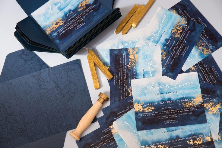 Свадебная полиграфия в морском стиле, чарующая морская пучина. На конверте печать лаком, карточка декорирована поталью, сургучная печать в виде компаса.   Пригласительные, свадьба, полиграфия, свадебная, оформление, праздник, торжество, конверты, карточки, тиснение, золото, шелковые, ленты, приглашения, приглашение, свадебные свадебная полиграфия печать приглашений на свадьбу печать свадебных приглашений свадебная полиграфия москва печать приглашений на свадьбу приглашения на свадьбу