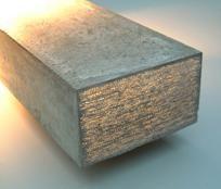Glasvezel - Een nieuwe, en veel gebruikte methode is het verwerken van glasvezel in het beton. Glasvezel heeft als eigenschap dat het licht kan transporteren door middel van totale inwendige weerkaatsing. Men gaat in het beton glasvezelkabels van de ene kant naar de andere kant verwerken, zodanig dat het licht door het beton getransporteerd kan worden.
