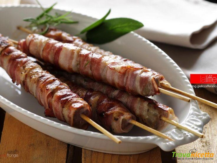 Spiedini di salsiccia e pancetta per grigliata  #ricette #food #recipes