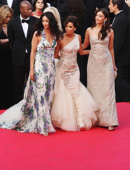 Aishwarya Rai Evening Dress - Aishwarya Rai was a lace beauty in an ivory evening dress at the premiere of 'Kung Fu Panda.'