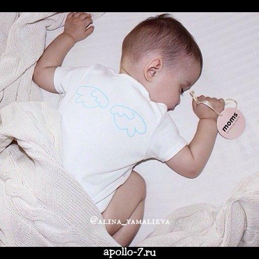 Доброе утро!  Малышам с бирочками made by Apollo-7 оооочень сладко спится!  Диаметр 5см, атласная ленточка!  Хотите такие же, но со своим логотипом?  Пишите в whatsapp +7 929 658-14-37 ✏  #бирки #бирка #бумажныебирки #биркинаодежду #биркидляодежды #биркадляодежды #бирканаодежду #детскаяодеждалюкс #детскаяодежда #детскоеплатье #детскоебоди #детскоебелье #модныедетки #дизайнерский #дизайн #дизайнерскаяодежда #дизайнерскоеплатье #футболкивналичии #бренд #российскийбренд #apollo7 #apollo7paks…